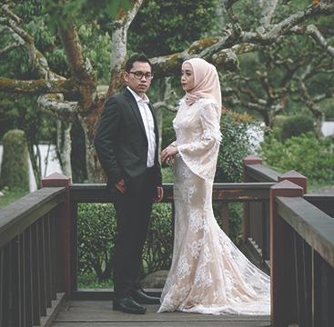 Belum Muhrim? Jangan khawatir! Pose-pose berikut ini bisa kamu coba untuk photoshoot pre-wedding kamu dan pasangan!